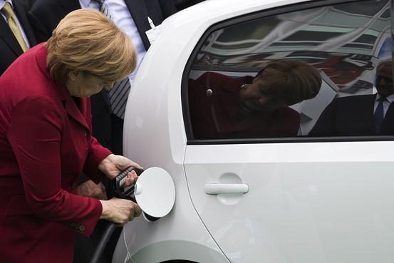 Hilft sie ihm? Dietrich Koch bittet um Förderung der Ladeinfrastrukrur.
