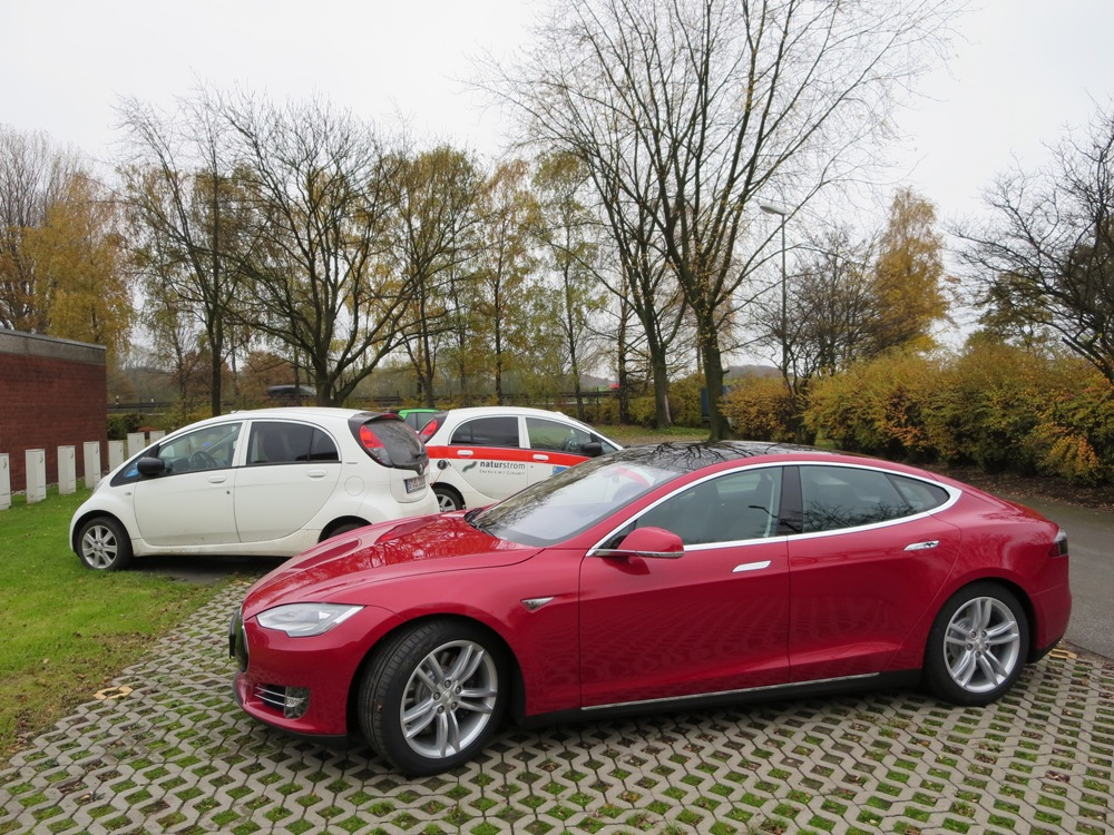 Highlight an der firmeneigenen Ladestation von EBG Compleo war der soeben ausgelieferte Tesla Model S von Carsten Fischer.