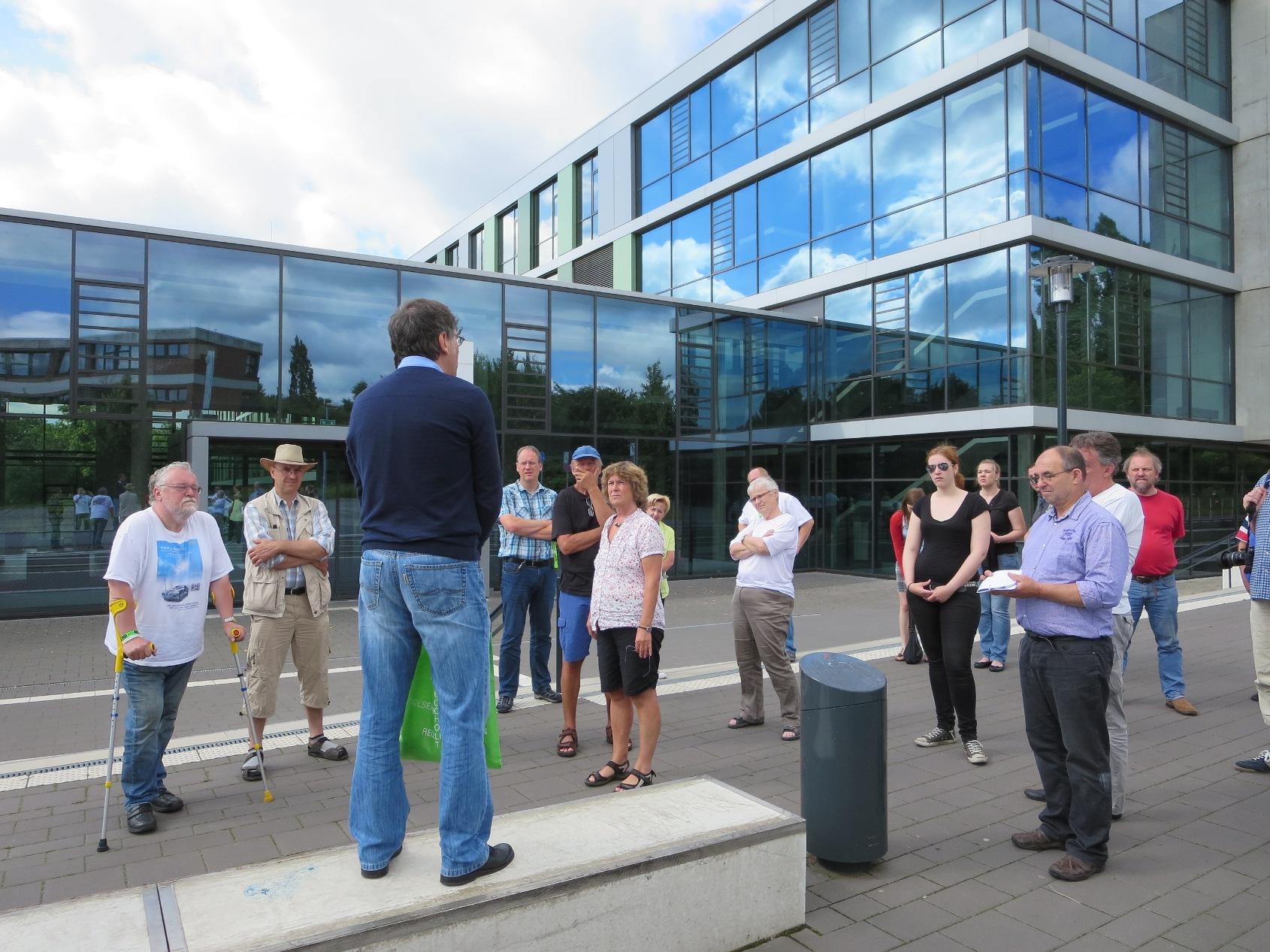 Dipl. Ing Thomas Krause begrüßte die Gruppe an der Westf. Hochschule und informierte über das Projekt eDrivingSchool