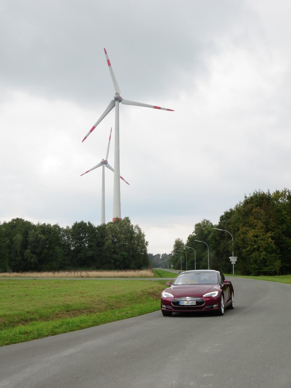 Gehören zusammen: Elektroautos und Ökostrom.