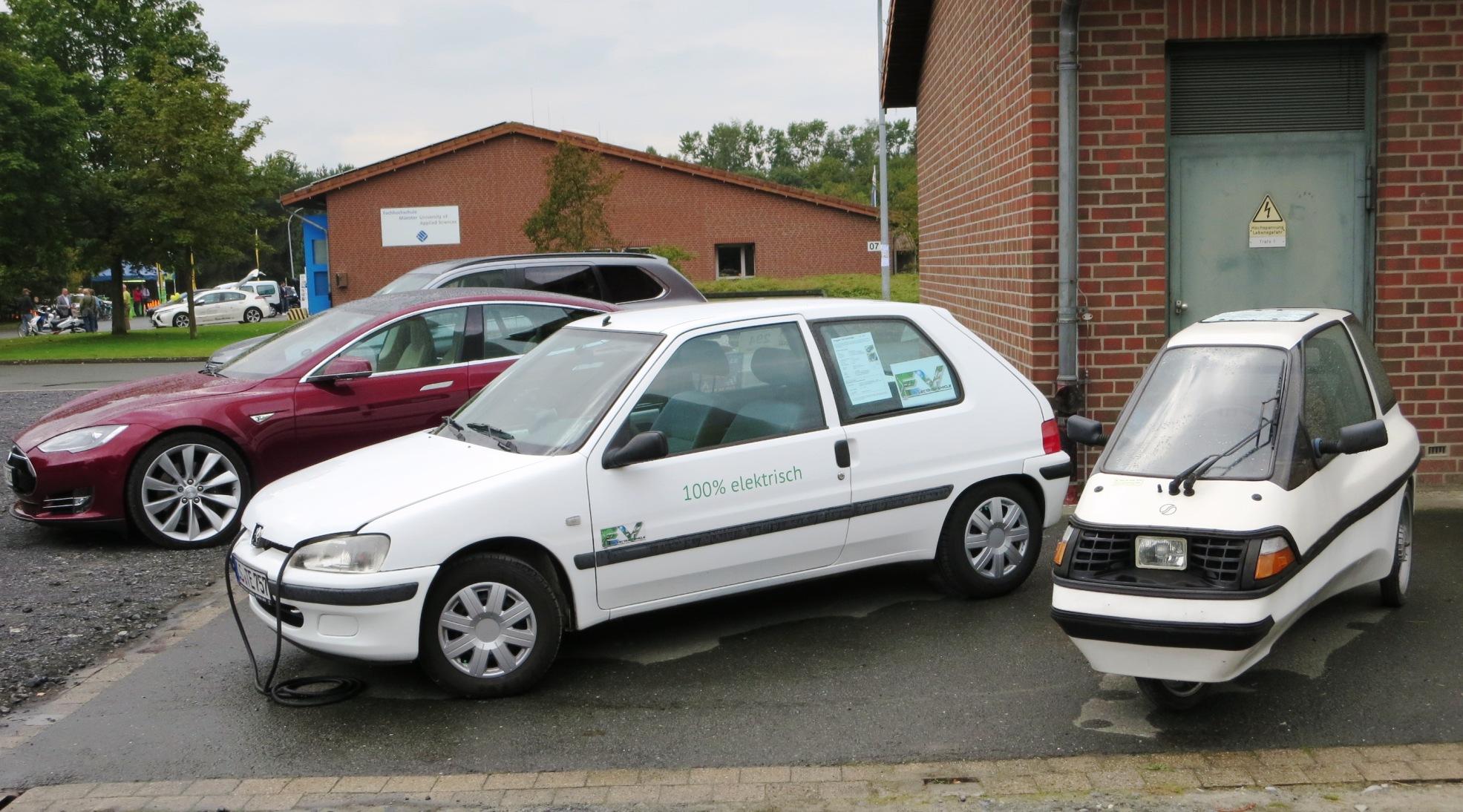 Alt und neu mit modernster Li-Technik, der Peugeot von Thorsten kommt fast so weit wie der Tesla.