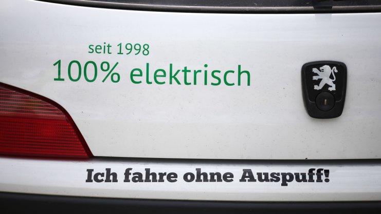 Ich fahre ohne Auspuff? Nicht ganz: Der Wagen hat eine kleine Benzinheizung. Und die hat - richtig - einen kleinen Auspuff. Foto: David Ebener    eTourEuropeeTourEuropeSiegertyp: Thorsten Elixmann aus Bad Iburg führt derzeit in seiner Klasse. Foto: David EbenereTourEurope eTourEurope eTourEurope eTourEurope eTourEurope  eTourEurope