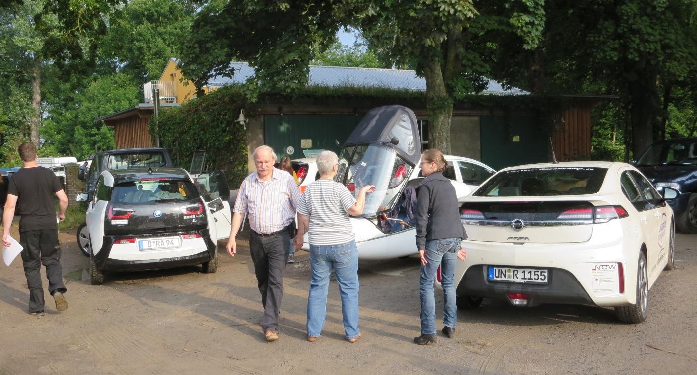 Sonnenstrom für alle im Ökologiezentrum Bergkamen. BMW, Twike, Opel Ampera bei der ISOR sind alle willkommen: alt und neu, klein und groß, mit und ohne Benzinmotor, Hauptsache elektrisch und mit Ökostrom.