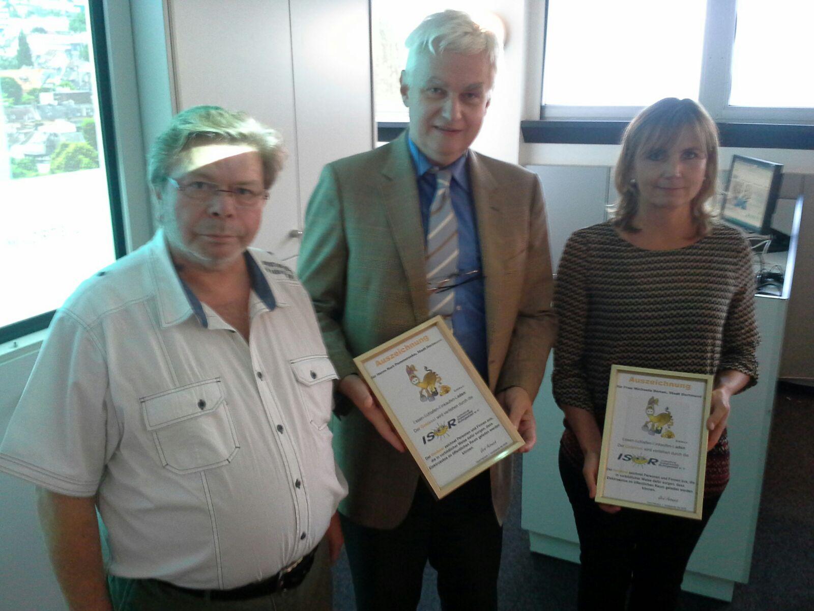 Gerd Petrusch übergab die Auszeichnungsurkunden.
