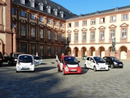 Bertha Benz Challenge vor dem Mannheimer Schhloss