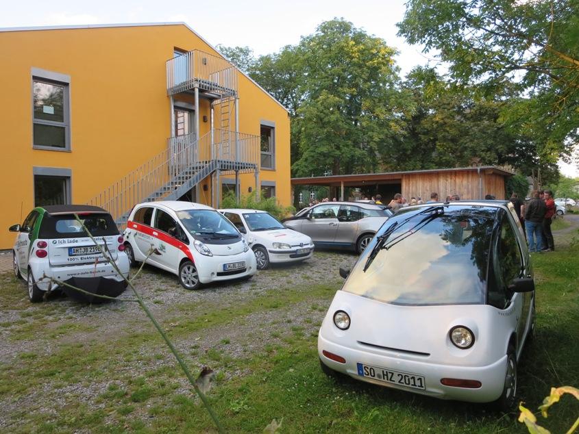 Am Fahrerlagwer in Bergkamen kommen schließlich mehr als 30 Elektrofahrzeuge zusammen.